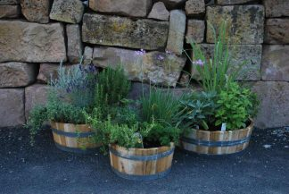 Neu gefertigte Holzfässer